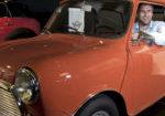 GLEDER SEG: Tom Isak Dahle ser frem til å blåse nytt liv i en gammel tradisjon i Finsland. For anledningen bak rattet i en Mini fra 1973 som neppe blir å se i løpet 1. mai.